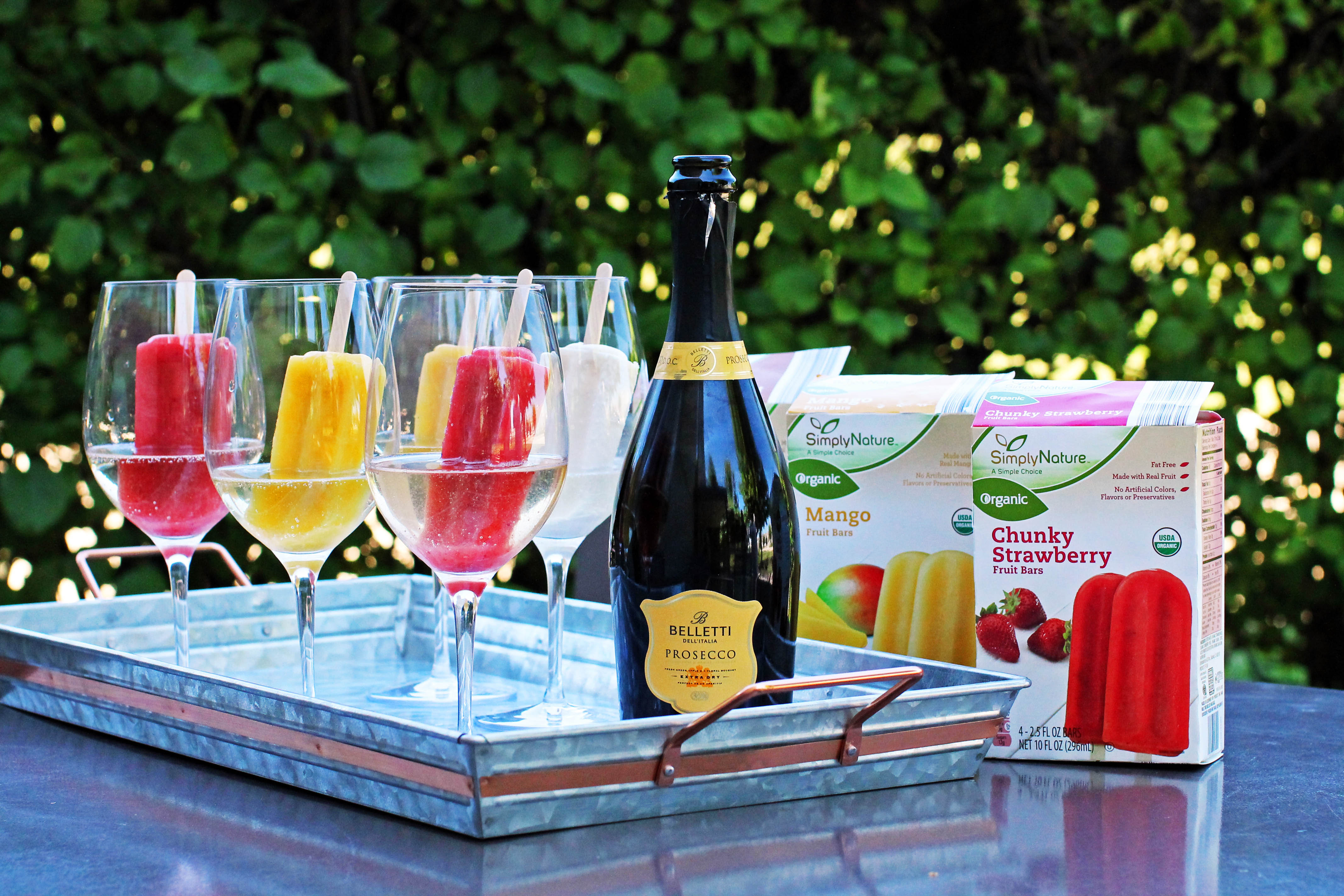 Organic fruit bars paired with Belletti Prosecco.